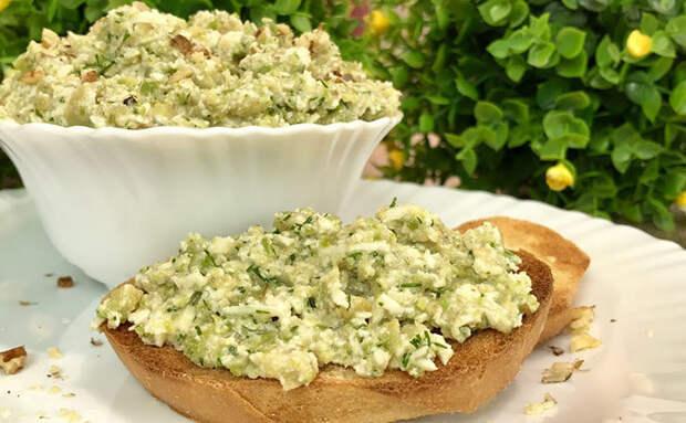Намазка на хлеб на замену маслу: натираем на терке овощи и охлаждаем