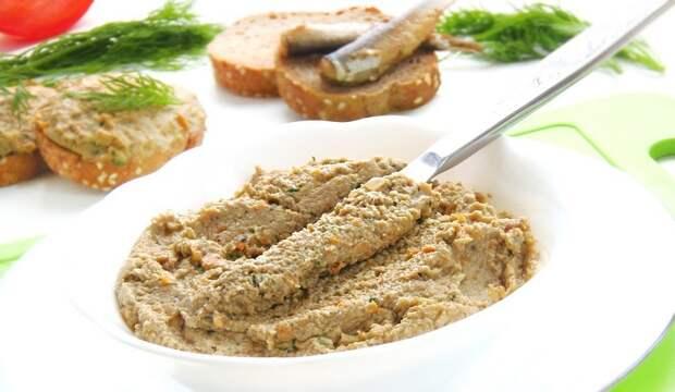 Простейший паштет из шпрот: нежная закуска с ноткой копчености