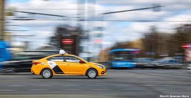 Собянин выделил средства на компенсацию бесплатной перевозки врачей на такси. Фото: М. Денисов, mos.ru