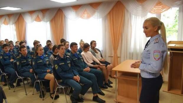 В Севастополе полицейские продолжают проводить со школьниками занятия антинаркотической направленности (ФОТО)