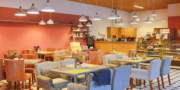 Более 100 кафе и ресторанов подали заявки на создание у себя бесковидных зон. Фото: Ю. Иванко mos.ru