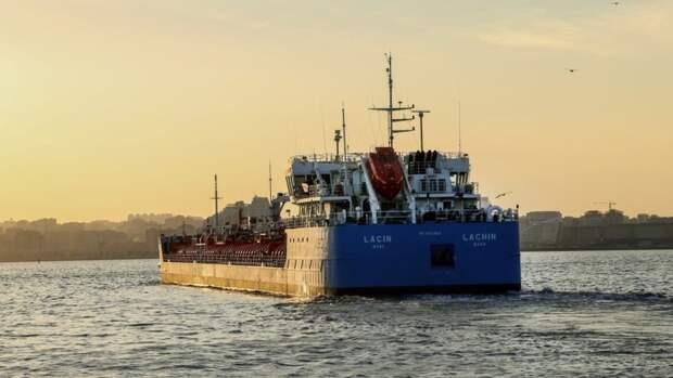 Первый азербайджанский танкер сдизтопливом отправился вТурцию