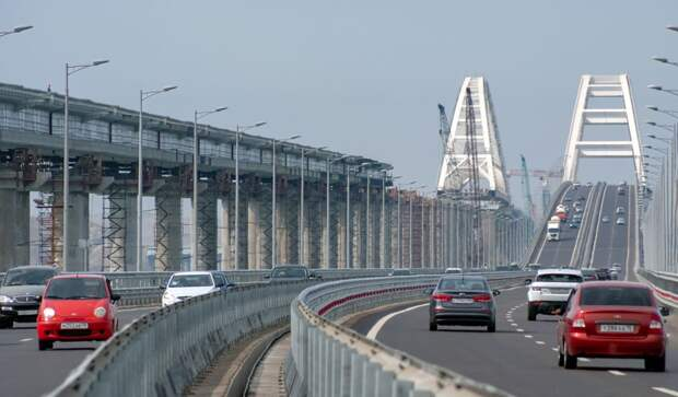 Суточный трафик на Крымском мосту поставил новый рекорд (ВИДЕО)