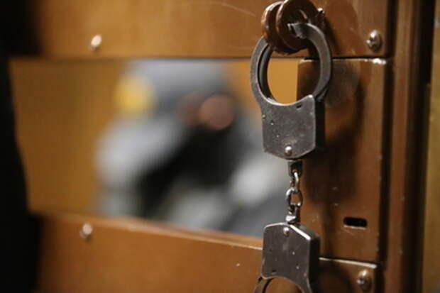 В РФ чиновника осудили за десятки случаев мошенничества с жильем
