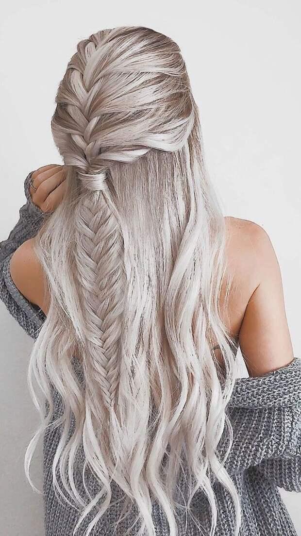 Вечерние прически с косичками на длинные волосы