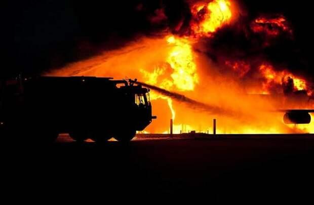В  центре Москвы горит дом
