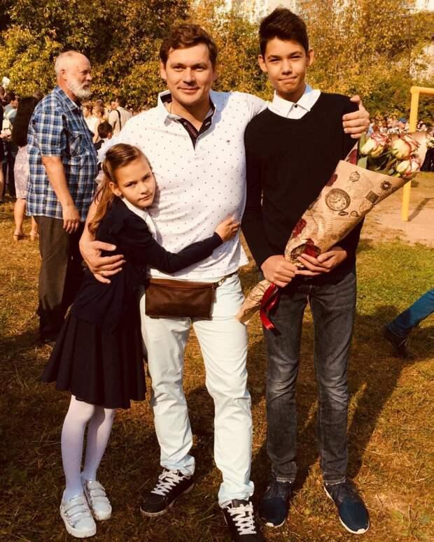 «Такие взрослые уже»: известный актер Александр Пашков показал снимок с подросшими детьми