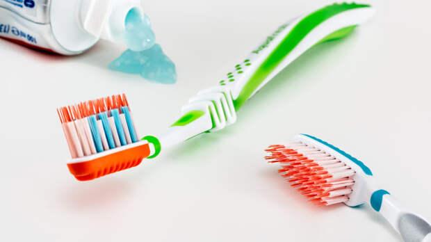 Стоматолог Антипенко рассказал об отсутствии отбеливающих зубных паст
