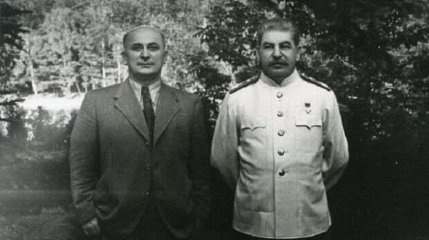К концу года самыми популярными лидерами России станут Сталин и Берия