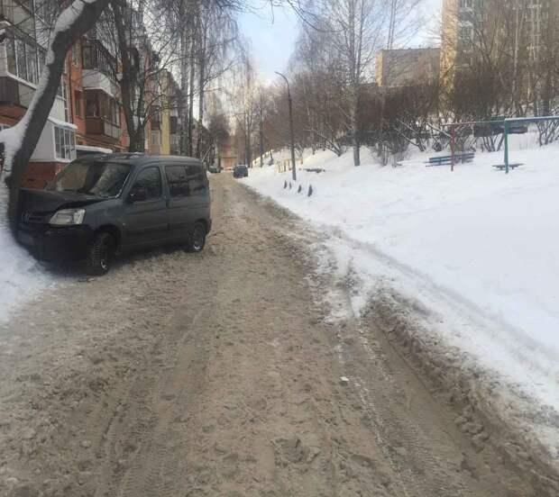 В Воткинске ребенок на тюбинге попал под колеса авто