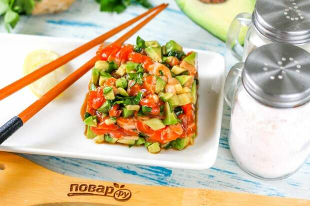 Тартар с лососем и авокадо