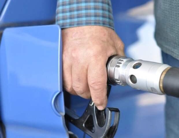Правительство согласилось изменить по просьбе нефтяников формулу цен на бензин