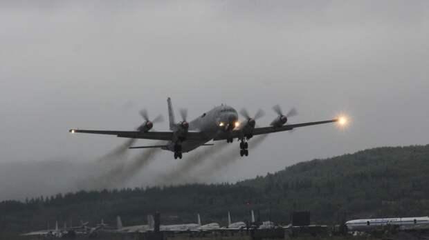"""Опубликованы кадры поиска """"вражеской"""" субмарины летчиками Ил-38 в Арктике"""
