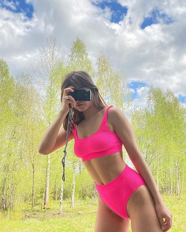 Осторожно, горячо! Как выглядят жёны и девушки российских рэперов в купальниках