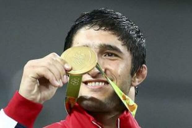 Садулаев вышел в полуфинал олимпийского турнира по вольной борьбе