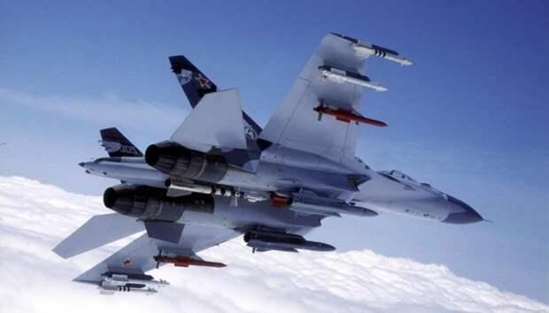 Опять нарываются! Российский Су-27 перехватил американские самолёты над Чёрным морем