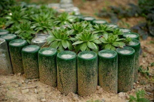 Ограждение из стеклянных бутылок. \ Фото: domnomore.com.
