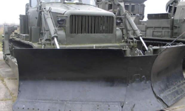 68 лет пролежал танк в болоте: черные копатели нашли внутри трофеи и топливо