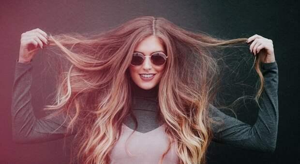 Названы способы, которые помогут защитить волосы от выгорания на солнце