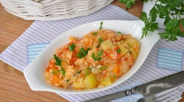 Кабачки с овощами и рисом в мультиварке.😜