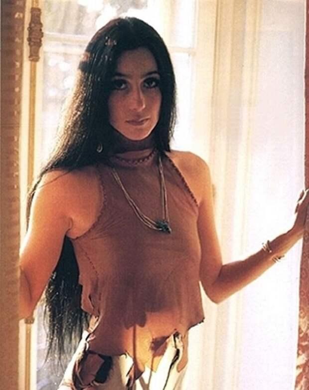 Как восхитительно выглядела в молодости легендарная Шер