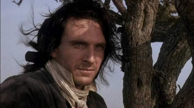 Рэйф Файнс в роли Хитклиффа.