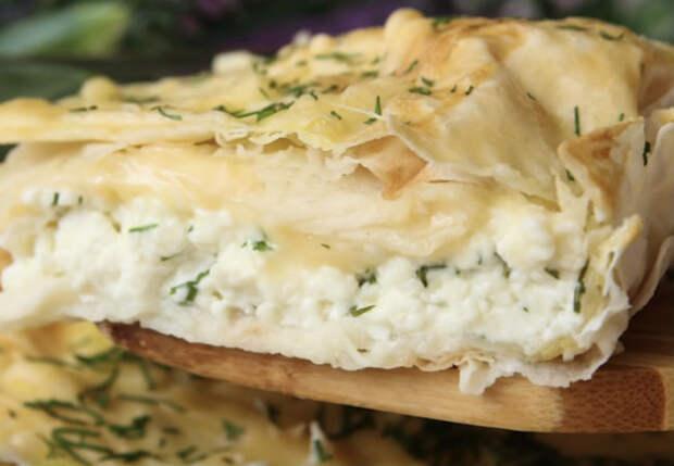 Превращаем лаваш в сытный пирог: добавили сыр и творог