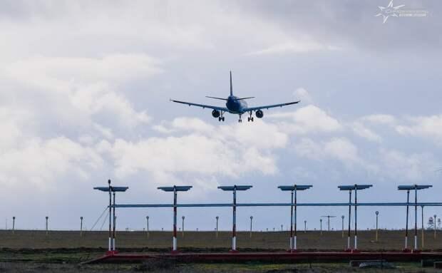 Вылетевший из Симферополя в Москву самолет экстренно сел в Ростове