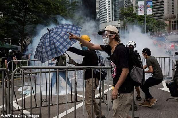 ВГонконге начали продавать мороженое совкусом слезоточивого газа