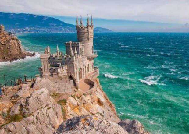 Туристы, собиравшиеся провести ноябрьские праздники в Крыму, отменяют бронь из-за QR-кодов