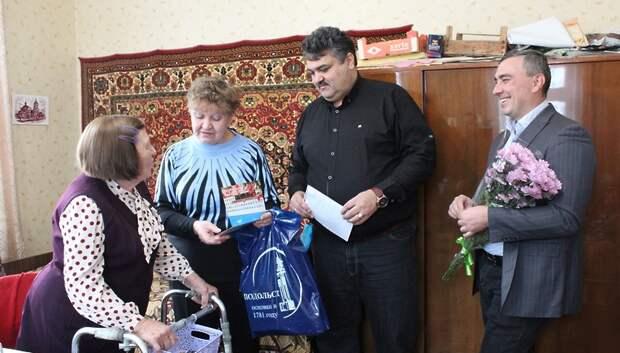 В Подольске вручили подарки от правительства Подмосковья двум труженицам тыла