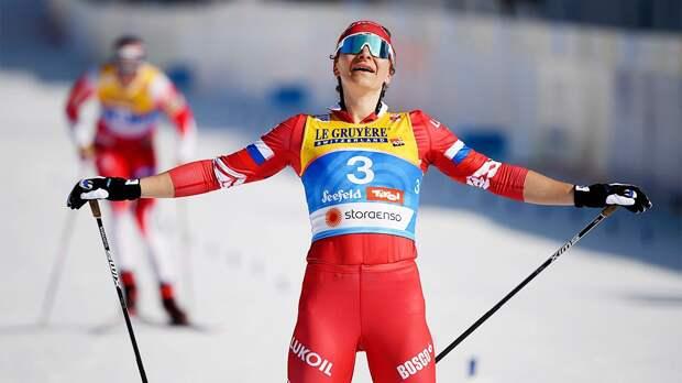 Наталья Непряева наконец-то выиграла гонку на «Тур де Ски»! До финиша многодневки осталось два дня: расклад в общем зачете.