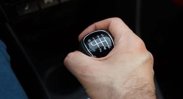 Старость в радость: почему люди покупают автомобили с механической коробкой передач?