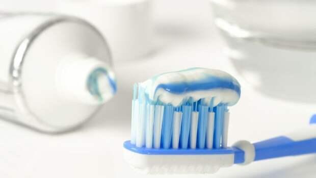 Стоматолог развеял распространенные мифы о зубных пастах