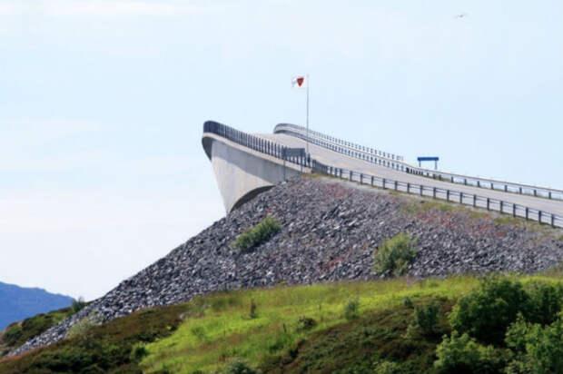 Круглый, недостроенный ибесконечный— 10 самых необычных мостов мира