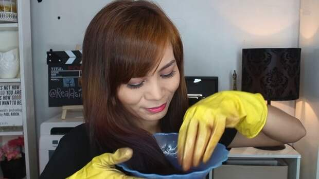 Без специальной краски и вреда для волос! Простой и дешёвый способ придать локонам ультрамодный цвет