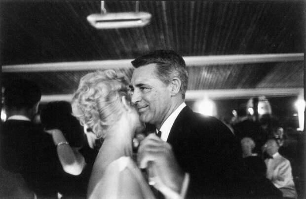 Ким Новак и Кэри Грант танцуют на 12-м кинофестивале, 1959 год.