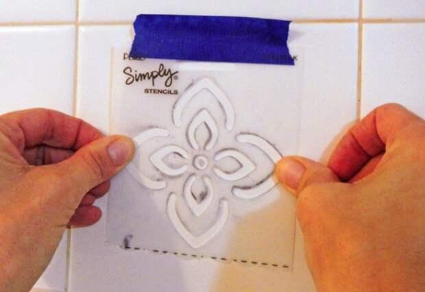 Купите или распечатайте трафареты и нанесите на плитку изображения  / Фото: ледянойпоход.рф