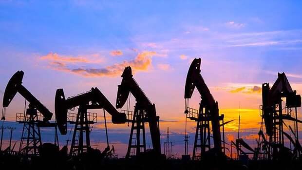 Еще на100тысяч б/с сократили добычу нефти США занеделю