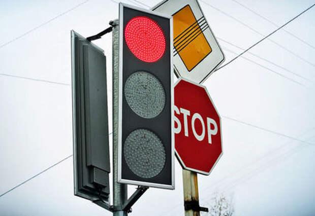 Паника среди водителей - секретные «пиксельные» камеры в светофорах. ЗР во всем разобрался!