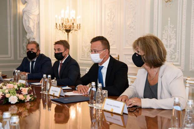 """Глава """"Газпрома"""" Алексей Миллер и министр иностранных дел и внешней торговли Венгрии Петер Сийярто провели рабочую встречу в Санкт-Петербурге"""