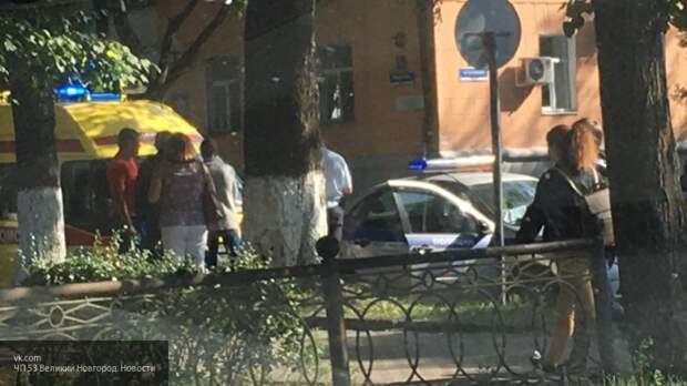 """Женщина на """"Рено"""" устроила аварию, подрезав городской автобус в Великом Новгороде"""