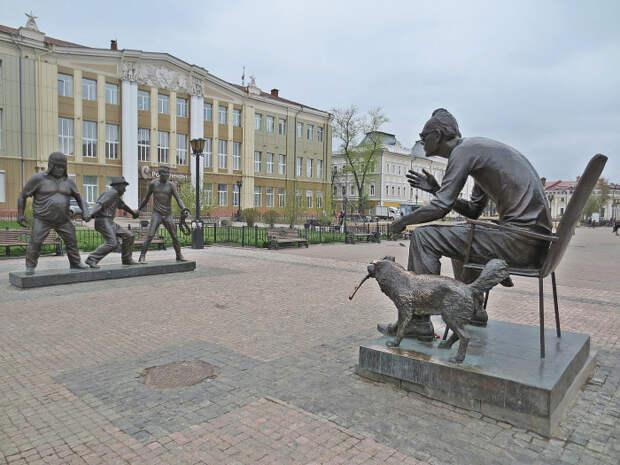 Памятник Леониду Гайдаю и героям из «Кавказской пленницы». / Фото: www.pikabu.ru