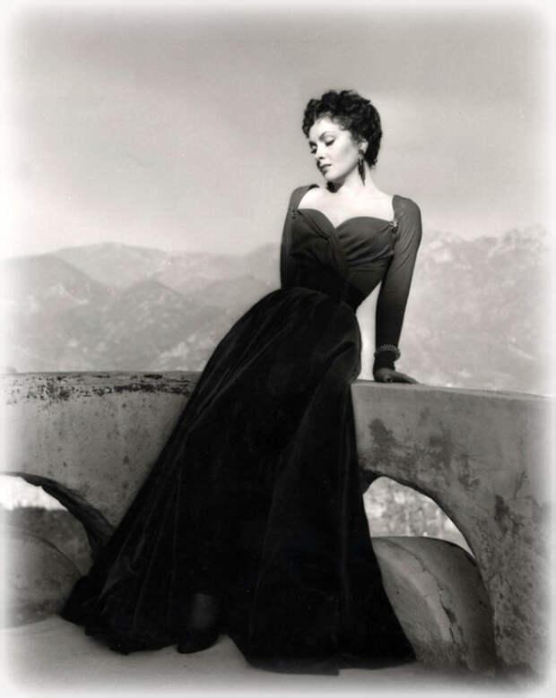 Символ итальянской красоты Джина Лоллобриджида