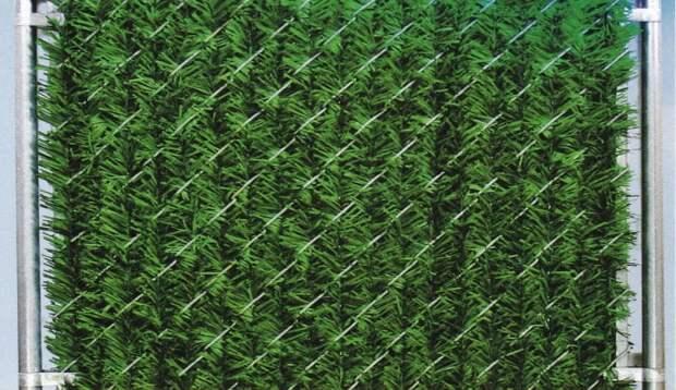 Посредственную сетку рабица можно преобразить самым простым способом