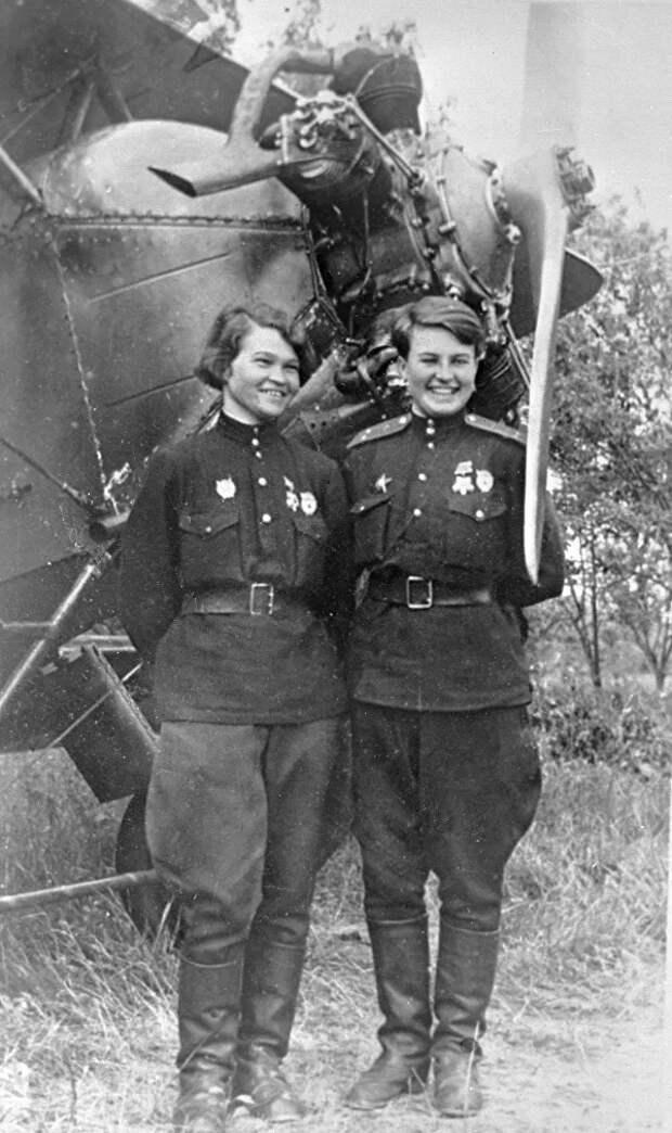 Женщины-авиаторы Наталья Кравцова (Меклин) и Ирина Себрова