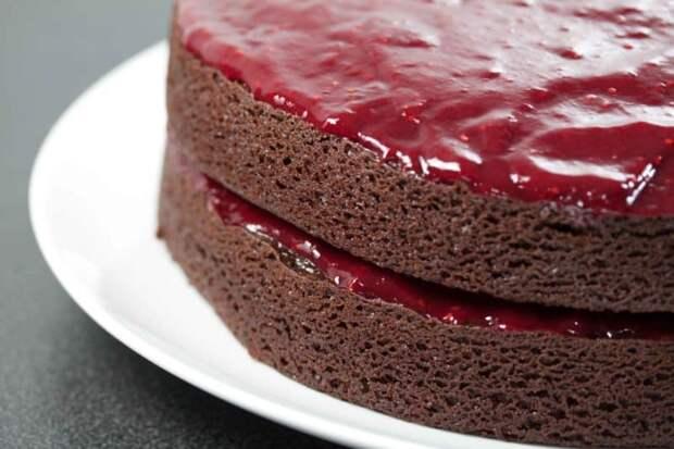 Шоколадный торт с чёрной смородиной: оценят все, кто попробует!