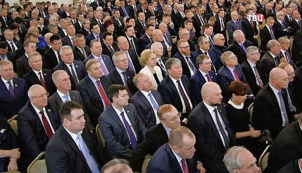 Стало известно, сколько в среднем живут в России политики и ...