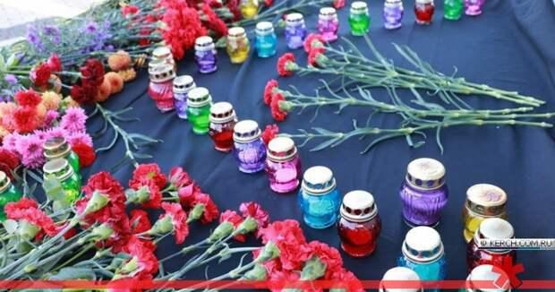 В Симферополе почтили память погибших год назад в Керчи