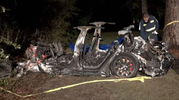 Электромобиль Tesla попал в аварию в режиме автопилота, два человека погибли